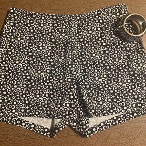 😍(3 for $25) 🙌 BeBop Black Print Shorts So nice!